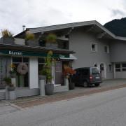 Gebäude incl. Parkplatz