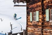 Skitourengehen in unberührter Winterlandschaft