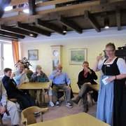 Gästebegrüßung in der Gästeinformation mit Infos rund um Obermaiselstein