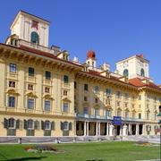 Schloss Esterházy_Bwag CC BY-SA 3.0 via Wikimedia Commons.jpg